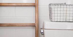 Astuce pour économiser de l'eau facilement aux toilettes