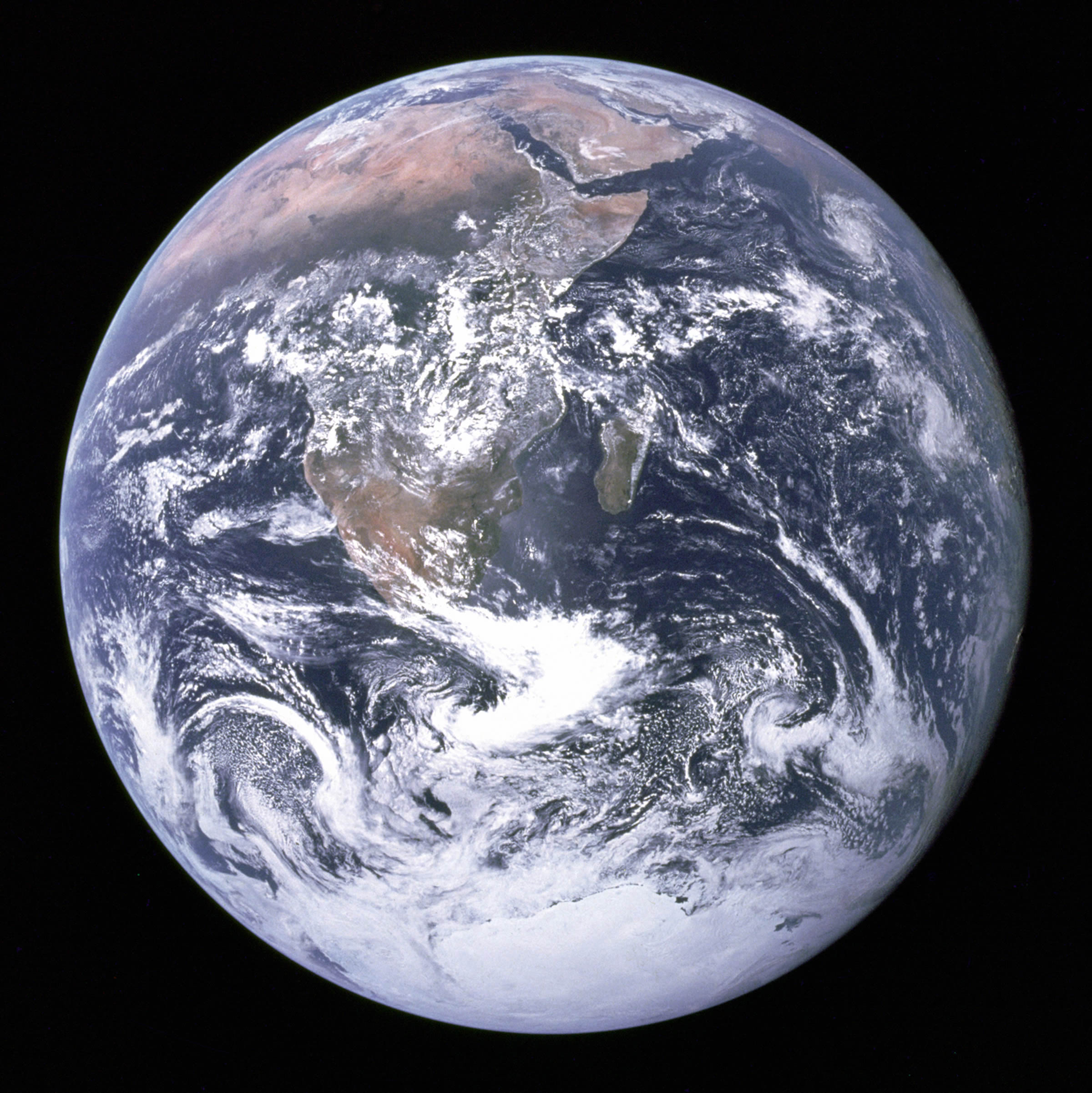 Blog : The Blue Marble - BlueTurn - Overview Effect - different.land