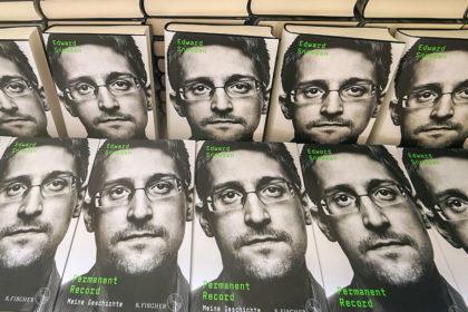 Image pour « Mémoires vives » l'autobiographie d'Edward Snowden